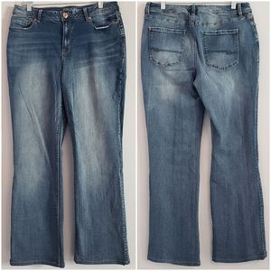 Maurices | Curvy Bootcut Jean Size 11/12. H22